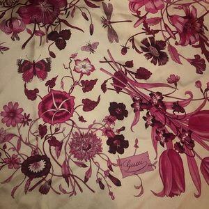 Gucci flora silk scarf. Authentic.